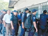 DENUNCIAN POLICÍAS DESVÍO DE 100 MDP