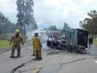 Normalistas queman  3 vehículos en Morelia