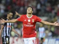 Benfica de Jiménez, aclamado por  cientos de fans en plaza de Lisboa