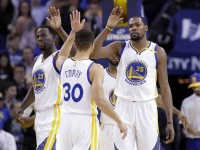 Curry lideró remontada sobre  Spurs; y los Warriors lideran serie