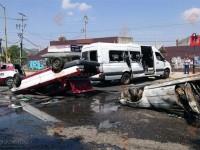 Taxistas se enfrentan a balazos en Oaxaca