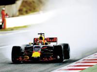 Red Bull dominó ensayos en Bakú
