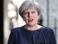 Theresa May confirma que continuará en el puesto