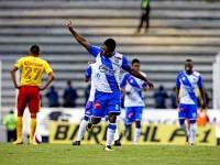 Angulo logra 'doblete' en empate de Puebla-Morelia