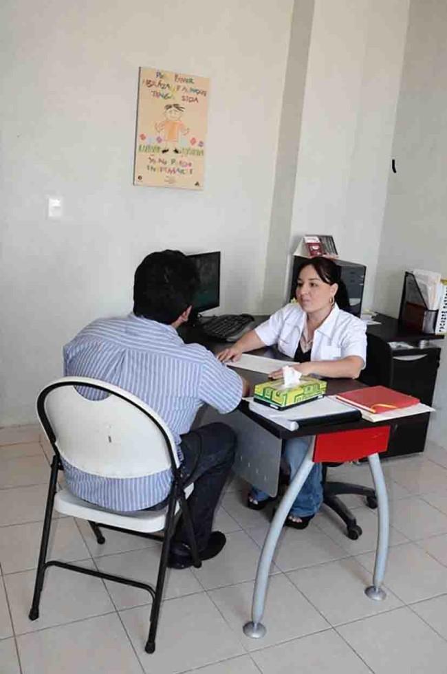 Garantizan atención y fármacos gratuitos a pacientes con VIH