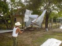 Tromba derriba árboles y techos de viviendas