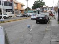 Levanta PEC objetos que ponen para 'apartar' lugares en la vía pública