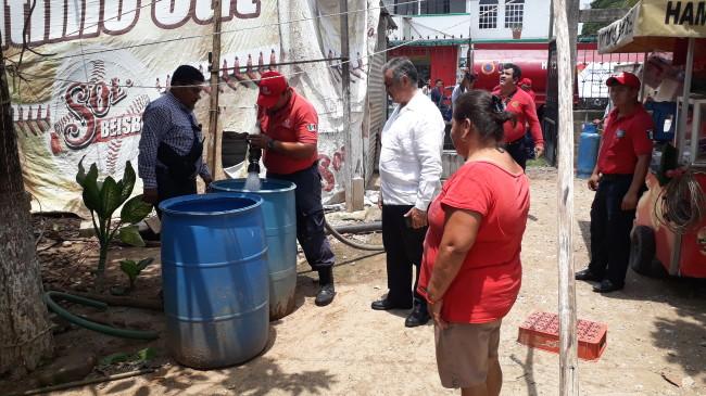 Abastecen de agua  a colonias de Centro