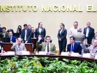 Impugnan acuerdo de  'cancha pareja' del INE para 2018