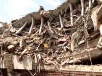 Suman 120 muertos tras sismo de magnitud 7.1 grados