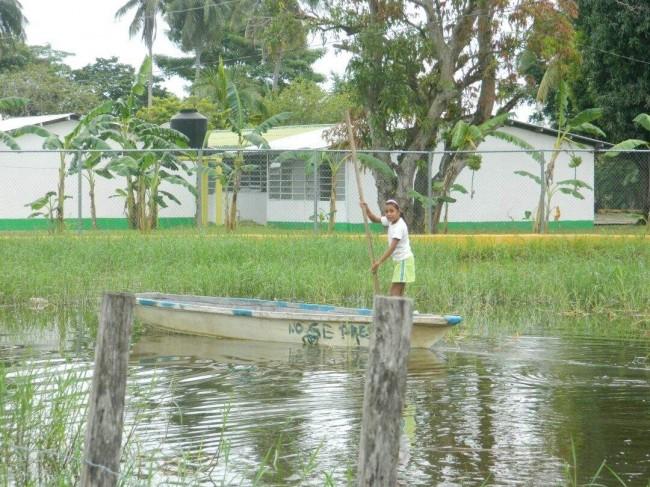 Peligran escuelas  por la inundación
