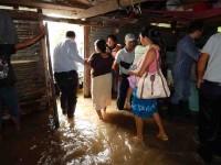 Llevan ayuda a los afectados de Jonuta