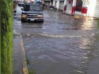 Aguacero inunda zona centrica de Macuspana