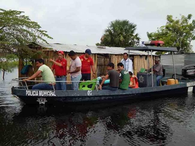 Familias regresan al bajar el Usumacinta