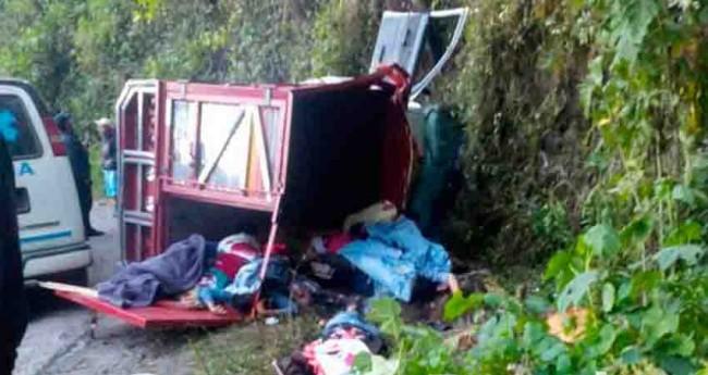 Vuelca camioneta en Puebla, 18 muertos