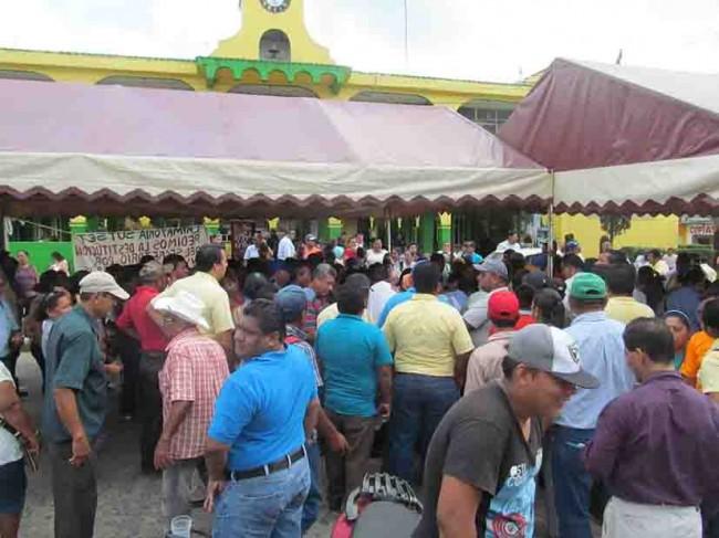 Paro indefinido por trabajadores en Cunduacán
