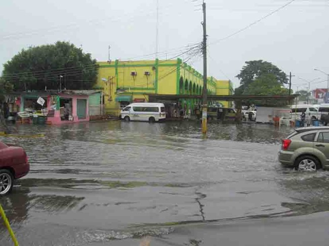 Empresarios exigen  drenaje pluvial y de aguas negras