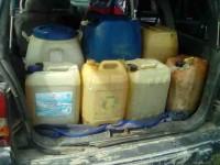 Aseguran a dos sujetos con  mil cien litros de combustible