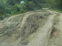 Ignora la JEC carretera que  une a varias comunidades