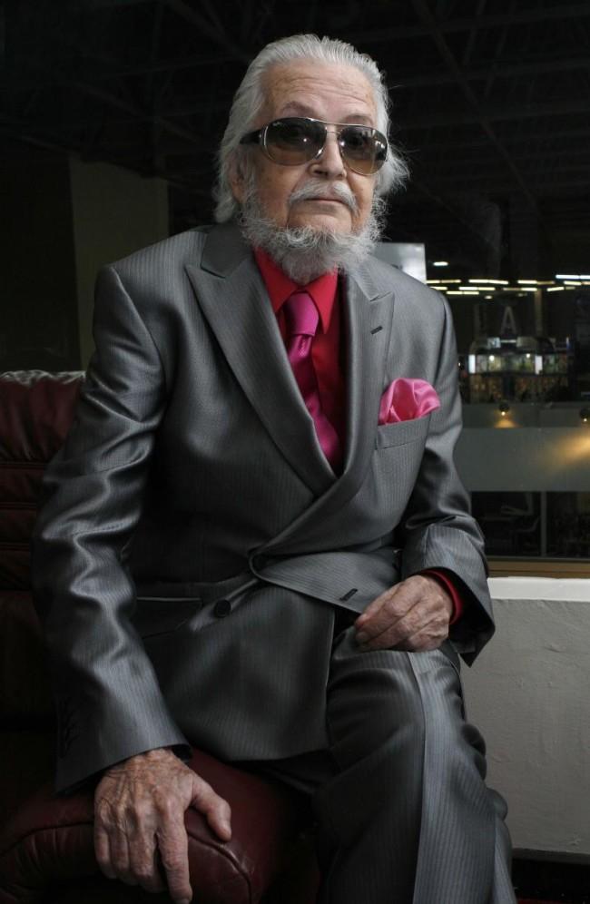 Fernando del Paso recibe presea en el Instituto Cultural Cabañas