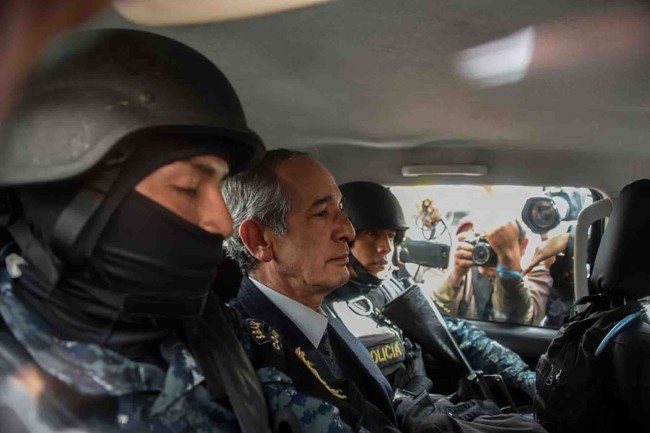 Arrestan al ex presidente Colom