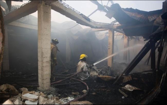 Incendio devora mercado textil en Puerto Príncipe