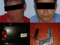 Capturan a 2 sujetos  con arma corta