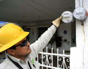 Amenaza la CFE con cortar el suministro eléctrico a morosos