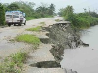 Carretera Jonuta-Centla en pésimas condiciones