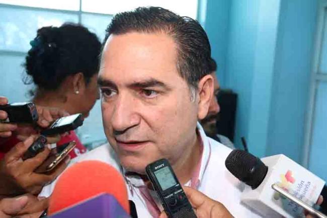 Rinde Pancho López declaración en la FGE; rechaza seguridad