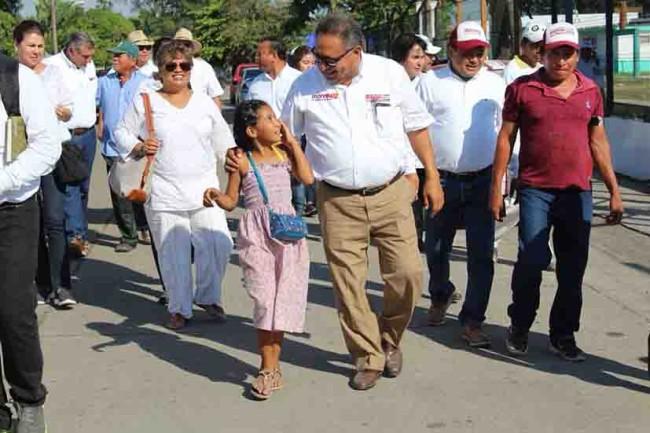 Promete Beltrán a locatarios mejorar la  infraestructura