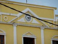 Se detienen las manecillas de los 2 relojes en el centro de la ciudad