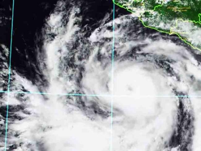 Evoluciona 'Bud' a  huracán categoría 1