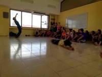 Enseñan a estudiantes a expresarse con el cuerpo