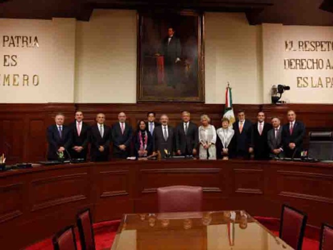Plantea AMLO a ministros de la SCJN bajar sueldos
