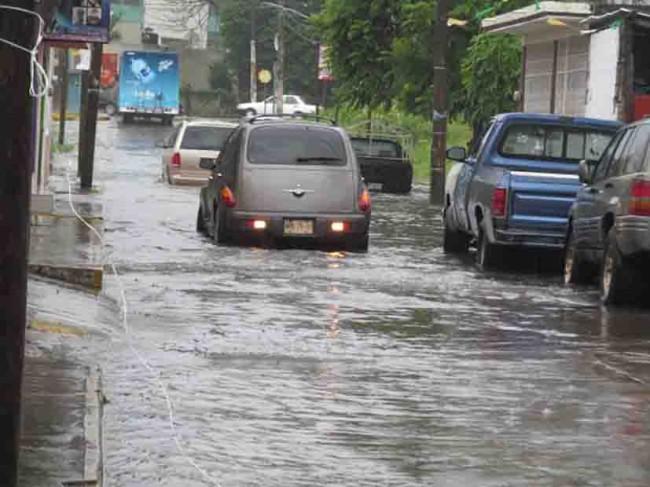 Tres municipios en peligro de inundarse por las lluvias
