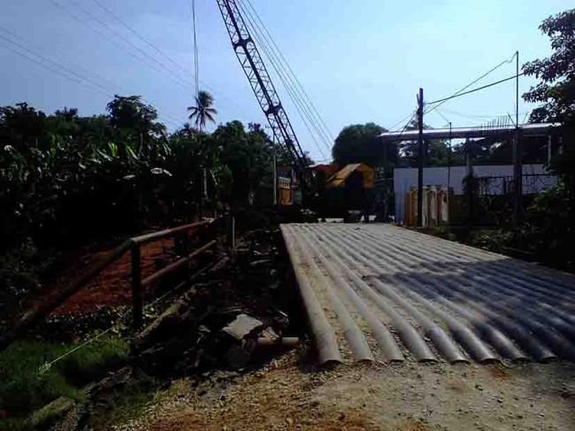 Construcción de puente, un peligro para peatones