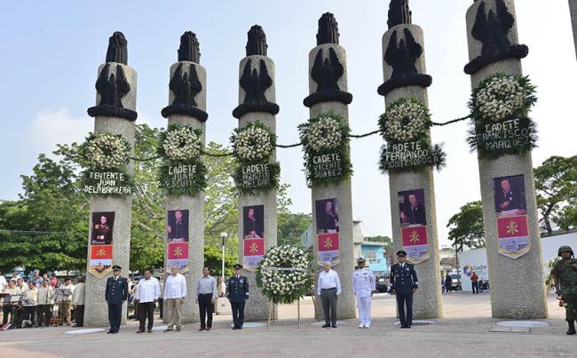 Rinden homenaje a Niños  Héroes de Chapultepec