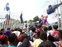Derriban puerta en la frontera guatemalteca