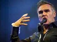 Golpean a  Morrissey
