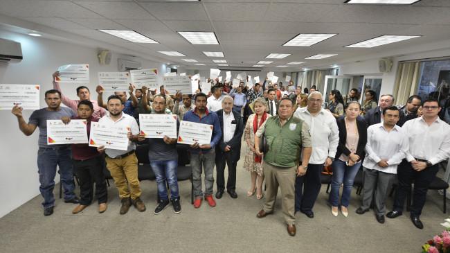Entrega Núñez apoyo a migrantes tabasqueños