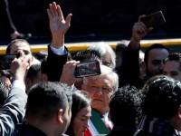 Un Presidente sin celular y  que escribe discursos a mano