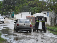 Enloquecen habitantes con las fugas de agua
