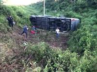 Mueren dos tabasqueños  y 20 heridos en accidente