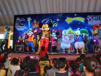 """Disfrutan niños y adultos de el show de """"Mickey Mouse"""""""