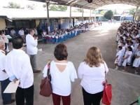 Acompaña el gobernador  Adán Augusto a alumnos  en reinicio de clases