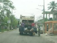 Recolectores de basura sin equipo de protección