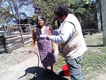 Realiza Salud barrido  sanitario en Mecoacán