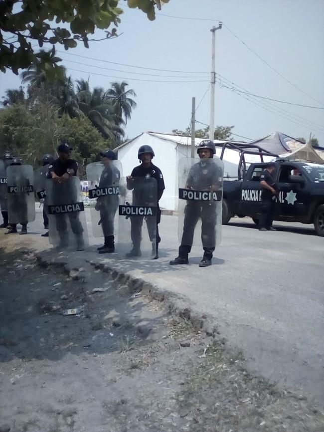 Siguen manifestantes  en el pozo Cibix-1