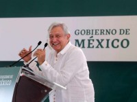 Cancela López Obrador  Metrobús en la Laguna